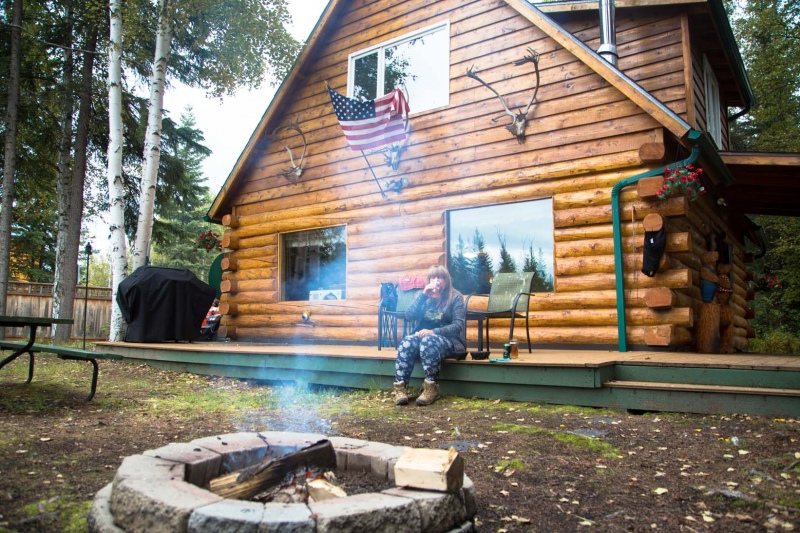 Day-08-Moose-Walk-Cabin-Beer-North-Pole-Alaska