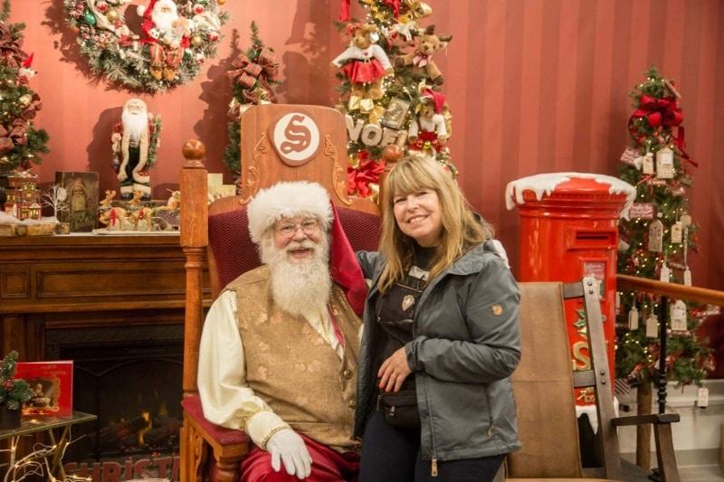 Day-09-Santa-and-Carole-Thody-North-Pole