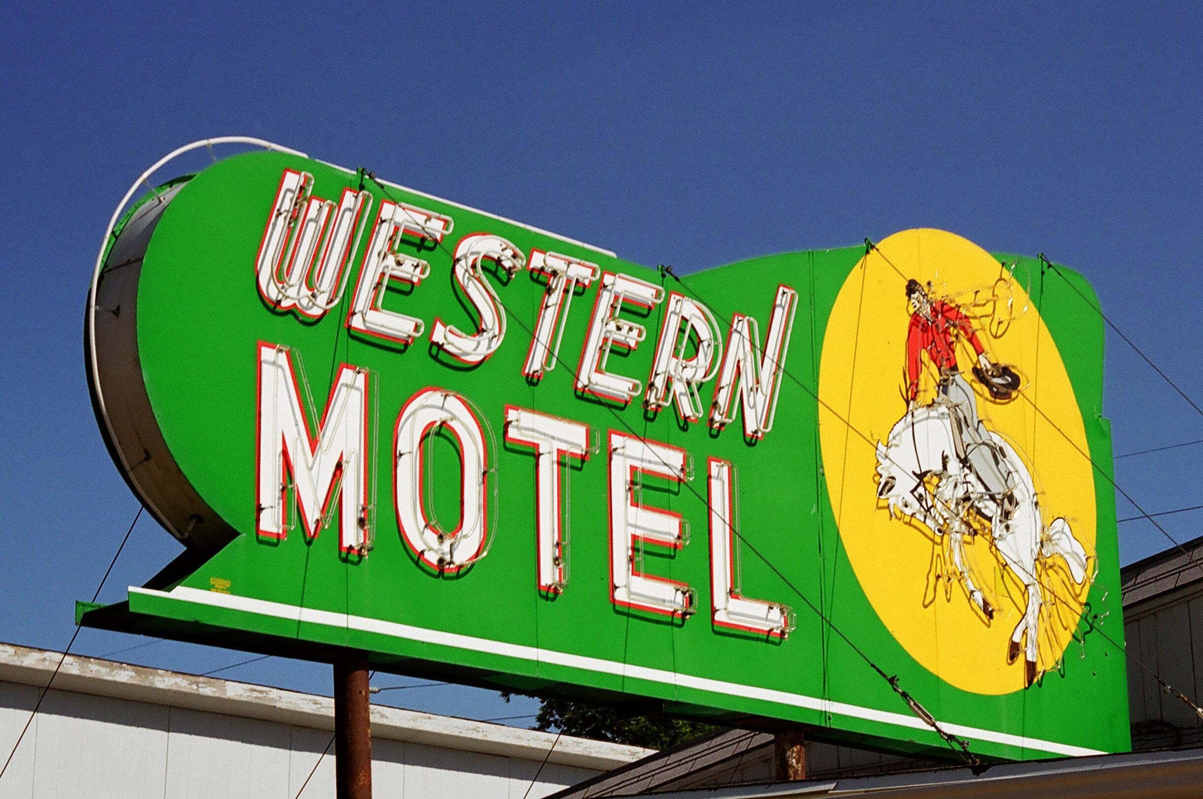04 Western Motel